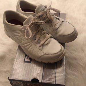 Shoes - Sketchers non slip